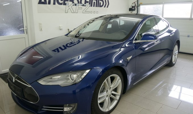 Tesla Model S 90D - Außenansicht LV