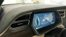 Tesla Model S 85 - Innenansicht Fahrerdisplay