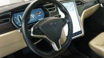 Tesla Model S 85 - Innenansicht Lenkrad